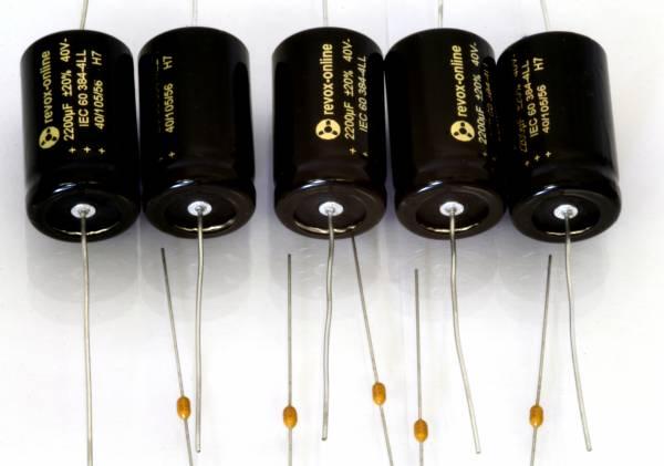 Kondensatoren 2200µF 40V axial m. Bypässen (5 Stück)